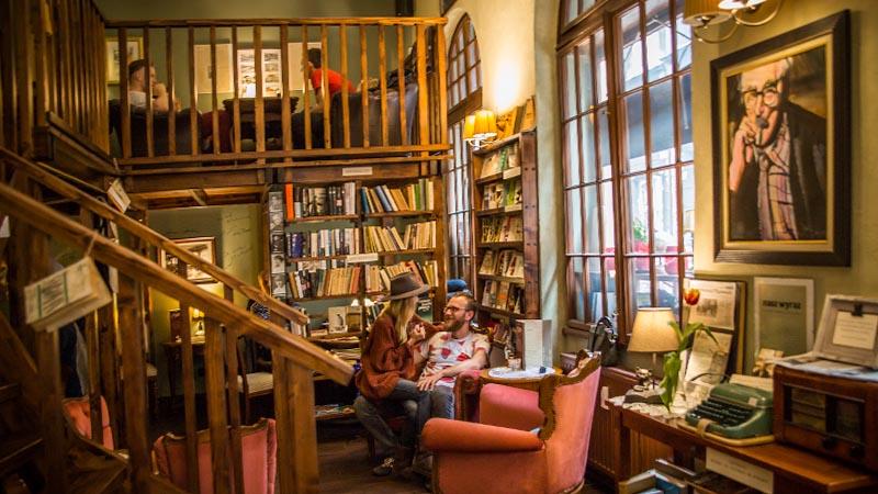 Kornel i przyjaciele - kawiarnia, księgarnia i antykwariat