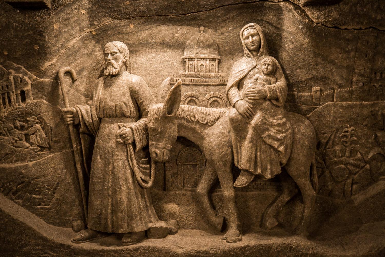Chociaż kaplica wygląda imponująco, to rzeźby zostały wykonane przez amatorów. Widać to np. po osiołku, który idzie z dwoma prawymi nogami uniesionymi do góry :)