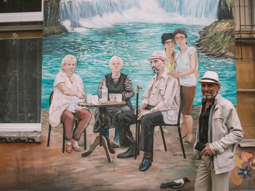 Wiele malowideł przedstawia samych mieszkańców. Dzięki temu wszyscy czują się częścią tego dzieła
